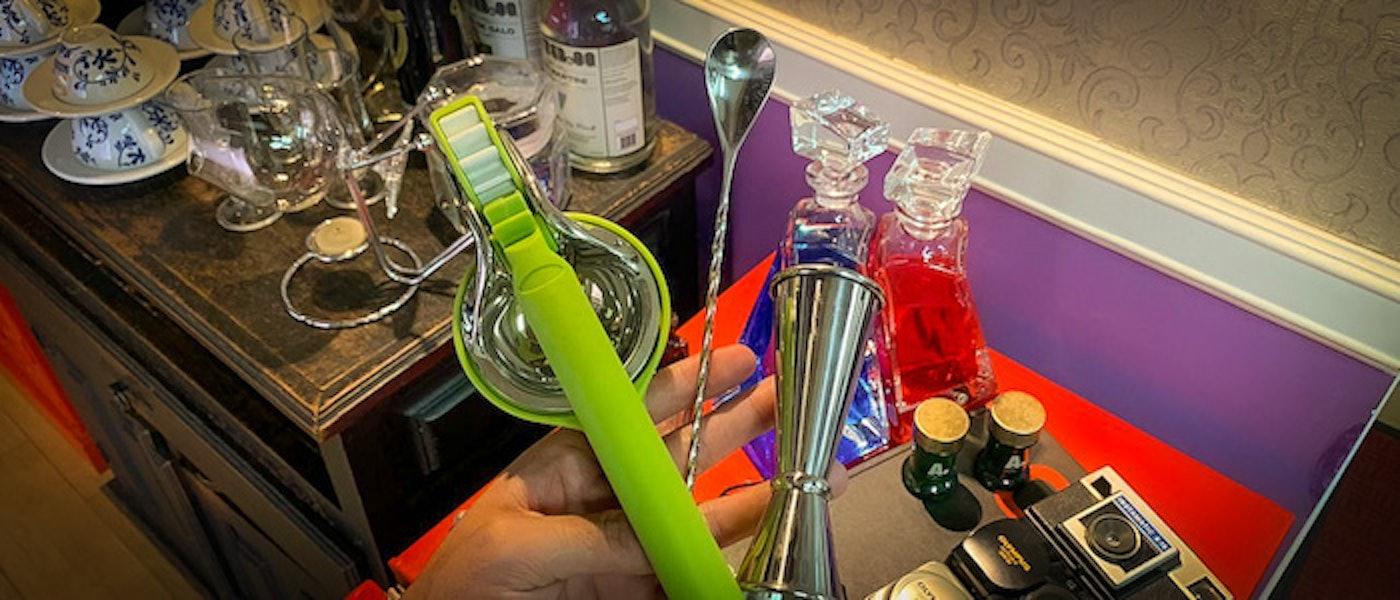 Veja 10 Acessórios para Bar que Vale a Pena Ter em Casa (Coqueteleira, Dosador e mais)