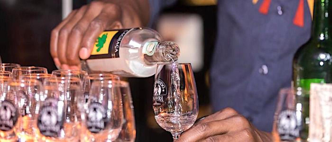 Conheça 8 Cachaças de Alambique para Valorizar e Apreciar o Destilado
