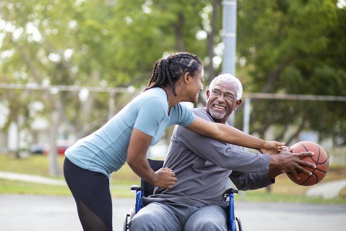 Para Vovôs Esportistas, Invista em Itens para Exercícios ou do Time do Coração
