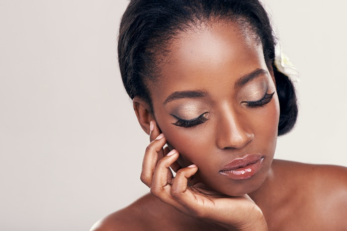 Peles Negras: Tons de Dourado, Vinho e Café ou Pink e Cores Vibrantes