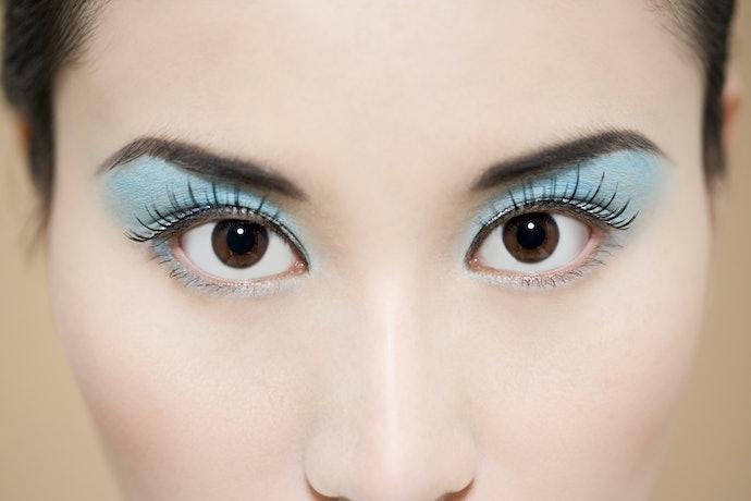 Peles Asiáticas: Aposte nos Tons Frios, como Azul, Prata e Cinza
