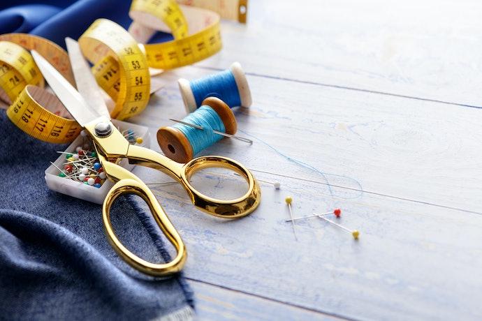 Observe a Construção e Qualidade do Material da Tesoura de Costura
