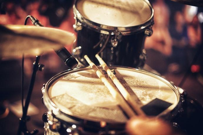 Para Bateria ou Percussão, Prefira Microfones que Suportem Pressão Sonora Acima de 140 dB