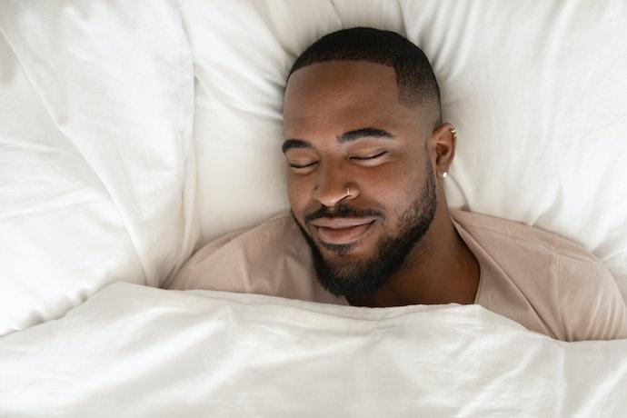 Para Quem Dorme de Costas: Prefira Travesseiros de Altura Mediana