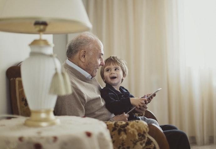 Que Tal uma Confortável Poltrona de Presente para o Avô Caseiro?