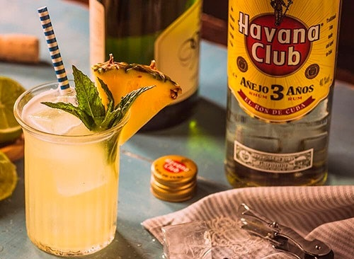 Rum Branco (Prata): Ideal para Drinks