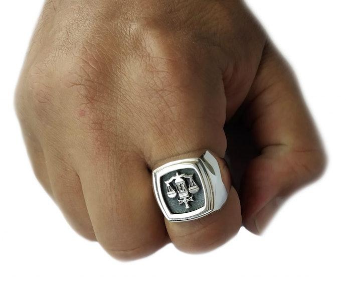 Anéis de Formatura com o Símbolo da Profissão São Mais Personalizados