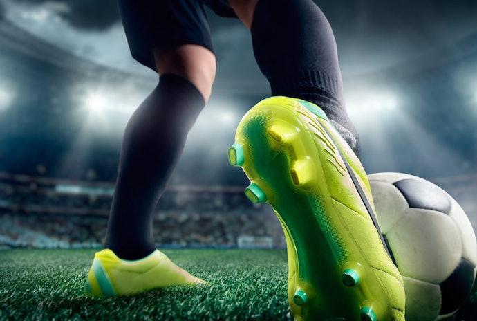 Futebol de Campo: Entenda a Diferença Entre Chuteiras FG e SG para Campo