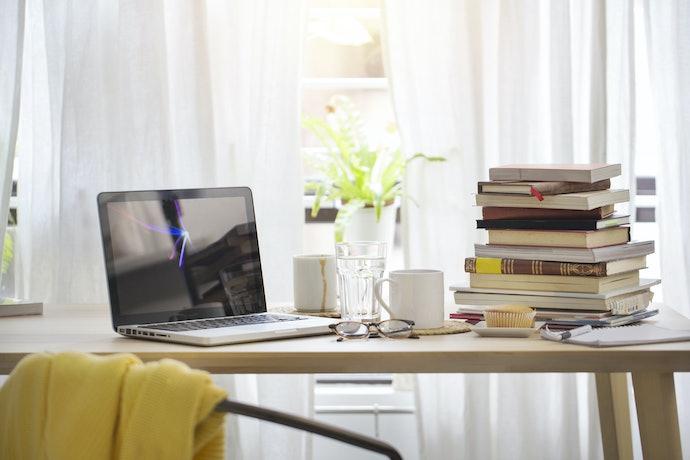 Fique de Olho: uma Escrivaninha Resistente Suporta Bastante Peso e Tem Bom Acabamento