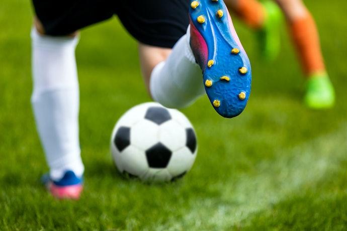Escolha Travas FG para Jogar nos Gramados Convencionais