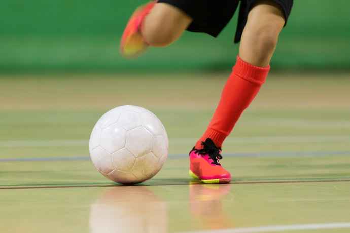 Chuteiras Futsal de Material Sintético São Macias e Resistentes para Quadras