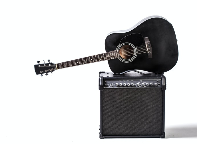 Electroacoustic: Versatile and Similar to a Common Acoustic Guitar