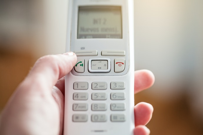 Verifique Todos os Recursos Disponíveis no Telefone Fixo